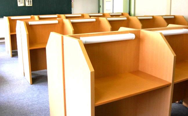キャレルの個別ブースは、日本の木材、国産材にこだわっています。
